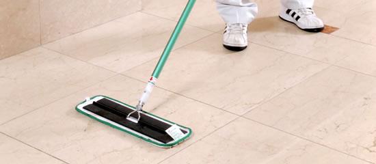 床の洗浄・除菌